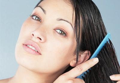 woman-brushing-wet-hair